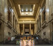 Milano centrali staci ludzie chodzi szybko dla biorą pociąg obrazy royalty free