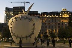 Milano en la noche fotos de archivo
