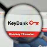 Milano, Italia - 1° novembre 2017: Logo della Banca di Key Corp sul websi immagine stock libera da diritti