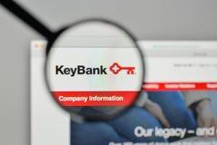 Milano, Italia - 1° novembre 2017: Logo della Banca di Key Corp sul websi immagini stock