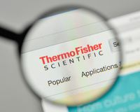 Milano, Italia - 1° novembre 2017: Termo logo o di Fisher Scientific fotografia stock