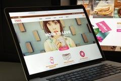 Milano, Italia - 10 agosto 2017: dunkindonuts homepage del sito Web di COM logo delle guarnizioni di gomma piuma del dunkin visib Fotografia Stock