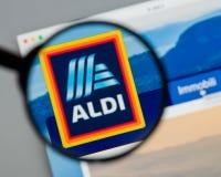 Milano, Italia - 10 agosto 2017: Homepage del sito Web di ALDI È Immagine Stock Libera da Diritti