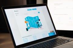 Milano, Italia - 15 agosto 2018: Homepage del sito Web di BlaBlaCar blab immagine stock libera da diritti