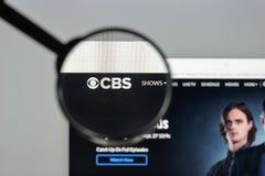 Milano, Italia - 10 agosto 2017: Homepage del sito Web di CBS È A Fotografie Stock