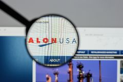 Milano, Italia - 10 agosto 2017: Homepage del sito Web di energia di Alon U.S.A. Fotografie Stock Libere da Diritti