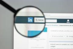Milano, Italia - 10 agosto 2017: Homepage del sito Web di Linkedin È Fotografia Stock Libera da Diritti