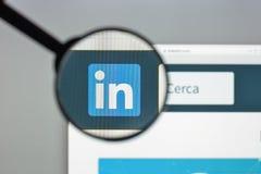 Milano, Italia - 10 agosto 2017: Homepage del sito Web di Linkedin È Immagine Stock