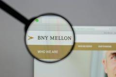 Milano, Italia - 10 agosto 2017: La Banca del logo di New York Mellon sopra fotografie stock libere da diritti