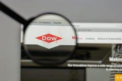 Milano, Italia - 10 agosto 2017: Logo di Dow Chemical sul sito Web fotografia stock
