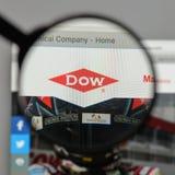 Milano, Italia - 10 agosto 2017: Logo di Dow Chemical sul sito Web fotografie stock