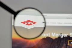 Milano, Italia - 10 agosto 2017: Logo di Dow Chemical sul sito Web immagine stock libera da diritti