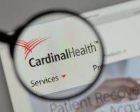 Milano, Italia - 10 agosto 2017: Logo di Health del cardinale sui web fotografie stock libere da diritti