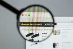 Milano, Italia - 10 agosto 2017: Sito Web di avanzamento dei ricambi auto L'IT Fotografia Stock