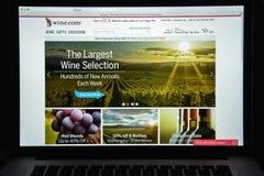 Milano, Italia - 10 agosto 2017: Vino homepage del sito Web di COM È Fotografia Stock