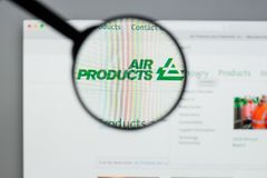 Milano, Italia - 10 agosto 2017: Websit di Air Products & Chemicals fotografia stock