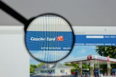 Milano, Italia - 10 agosto 2017: Websit di Couche Tard dell'alimentazione Immagini Stock Libere da Diritti