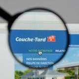 Milano, Italia - 10 agosto 2017: Websit di Couche Tard dell'alimentazione Immagine Stock