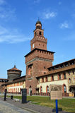 MILANO, ITALIA - 19 LUGLIO 2017: Il castello Castello Sforzesco di Sforza è un castello a Milano, Italia È stato costruito nel XV Fotografia Stock Libera da Diritti