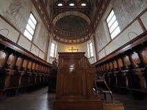 MILANO, ITALIA - 3 MAGGIO 2018: La chiesa interna del delle Grazie di Santa Maria dettaglia l'altare ed il coro L'Italia Immagini Stock Libere da Diritti