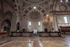 MILANO, ITALIA - 3 MAGGIO 2018: La chiesa interna del delle Grazie di Santa Maria dettaglia l'altare ed il coro L'Italia Fotografia Stock