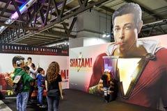 Milano, Italia - 8 marzo 2019 ospiti comici di raggiro di Cartoomics giocare e posare per le foto al supporto di Shazam fotografie stock