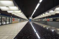 MILANO, ITALIA - 21 OTTOBRE 2017: Vista dell'inferiore della stazione ferroviaria di Porta Garibaldi Collegamento con la stazione Immagini Stock