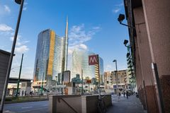 Milano, Italia Piazza Gael Aulenti con il grattacielo più alto in Italia Distretto finanziario importante immagine stock