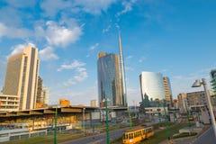 Milano, Italia Piazza Gael Aulenti con il grattacielo più alto in Italia Distretto finanziario importante fotografie stock libere da diritti