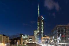 Milano, Italia Piazza Gael Aulenti nella sera, con il grattacielo più alto in Italia Distretto finanziario importante immagine stock libera da diritti