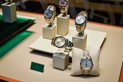 Milano, Italia - 24 settembre 2017: Orologi di Rolex in un deposito dentro Immagine Stock Libera da Diritti