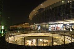 Milano, Italia, vista finanziaria di notte del distretto Immagini Stock