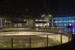 Milano, Italia, vista finanziaria di notte del distretto Fotografie Stock