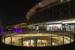 Milano, Italia, vista finanziaria di notte del distretto Fotografia Stock