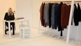 Milano kvinna vecka för prêt-à-portvakt mode Arkivfoto