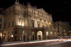 Milano - La Scala en la noche imagen de archivo libre de regalías