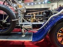 Milano, Lombardia Italia - 23 novembre 2018 - esposizione d'argento 1911 del motore del Tourer del DES Belges di Rois del fantasm immagini stock libere da diritti
