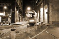 Milano, Milano il modo del tram di notte Fotografia Stock Libera da Diritti