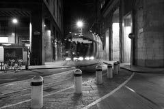 Milano, Milano il modo del tram di notte Fotografia Stock