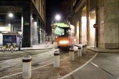 Milano, Milano, la linea tranviaria di notte Immagine Stock Libera da Diritti