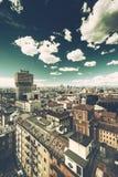 Milano, orizzonte panoramico con il chiaro cielo e le alpi italiane Fotografia Stock Libera da Diritti