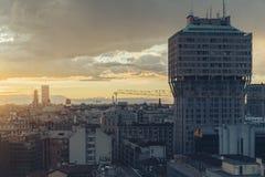 Milano, orizzonte panoramico 2016 con le alpi italiane su fondo Fotografia Stock Libera da Diritti