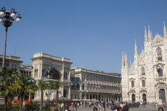 Milano Piazza del Duomo med gömma i handflatan Royaltyfria Foton