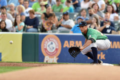 2014 MiLB - jogador de campo do basebol Fotografia de Stock Royalty Free