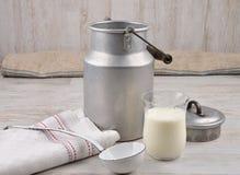 Milch im Glas Lizenzfreie Stockfotografie
