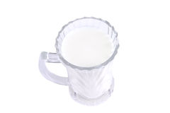 Milch im transparenten Glas Stockfoto