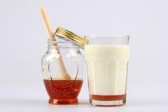 Milch mit Honig Stockfotografie