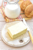 Milch und Brötchen Stockfotografie