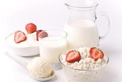Milch und Erdbeeren Stockbild