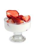 Milch und Erdbeeren stockbilder